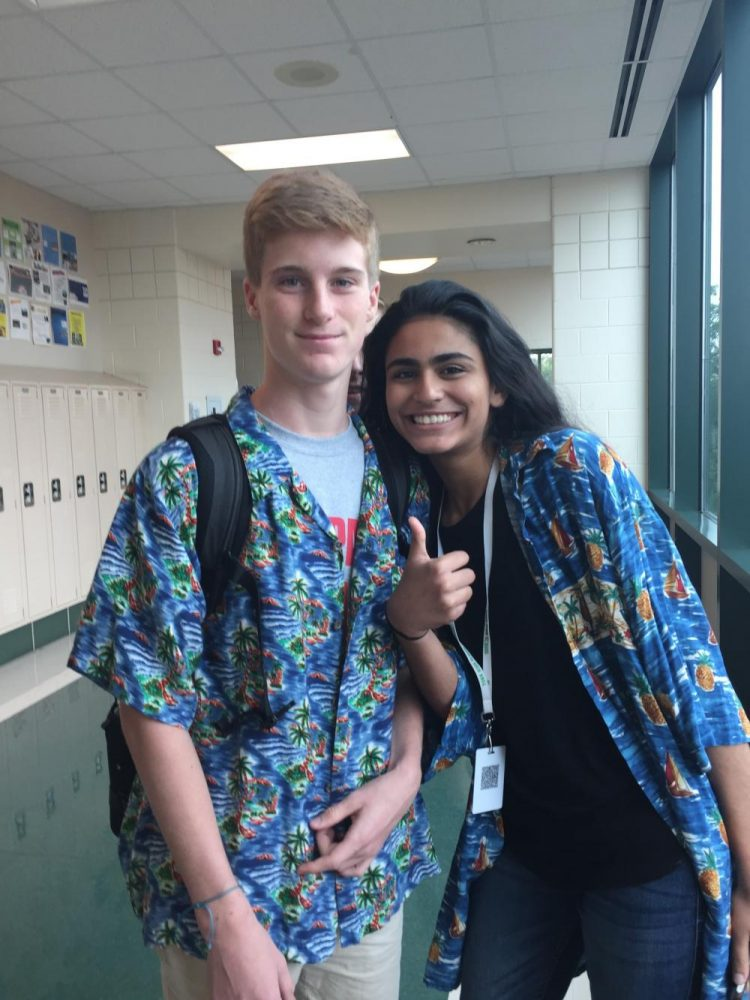 Sophomores+Nida+Ahmed+and+Eli+Reifenrath+show+their+Hawaiian+spirit+for+Tuesday%27s+spirit+day+in+the+week+before+Homecoming.