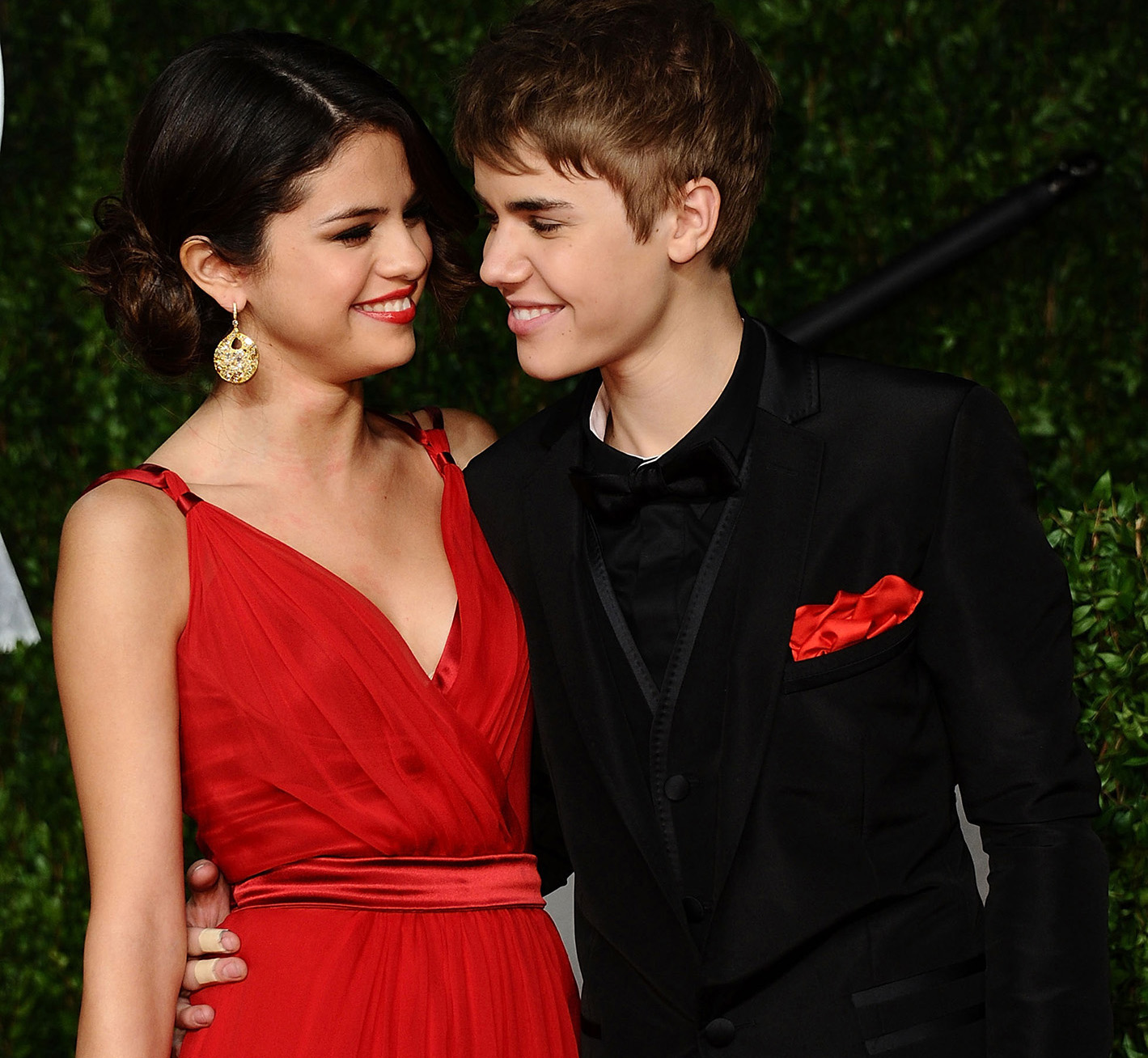 Gomez and Bieber together at the 2011 Vanity Fair Oscar Party.