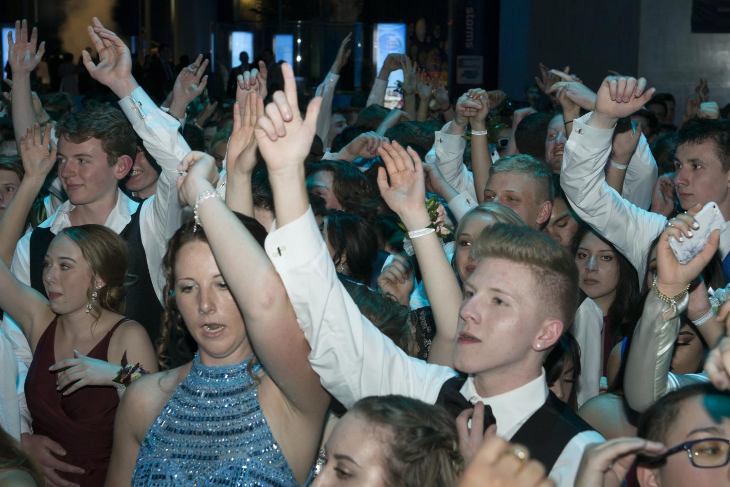 Seniors dance the night away at 2017 Prom held at the Museum of Science and Industry.