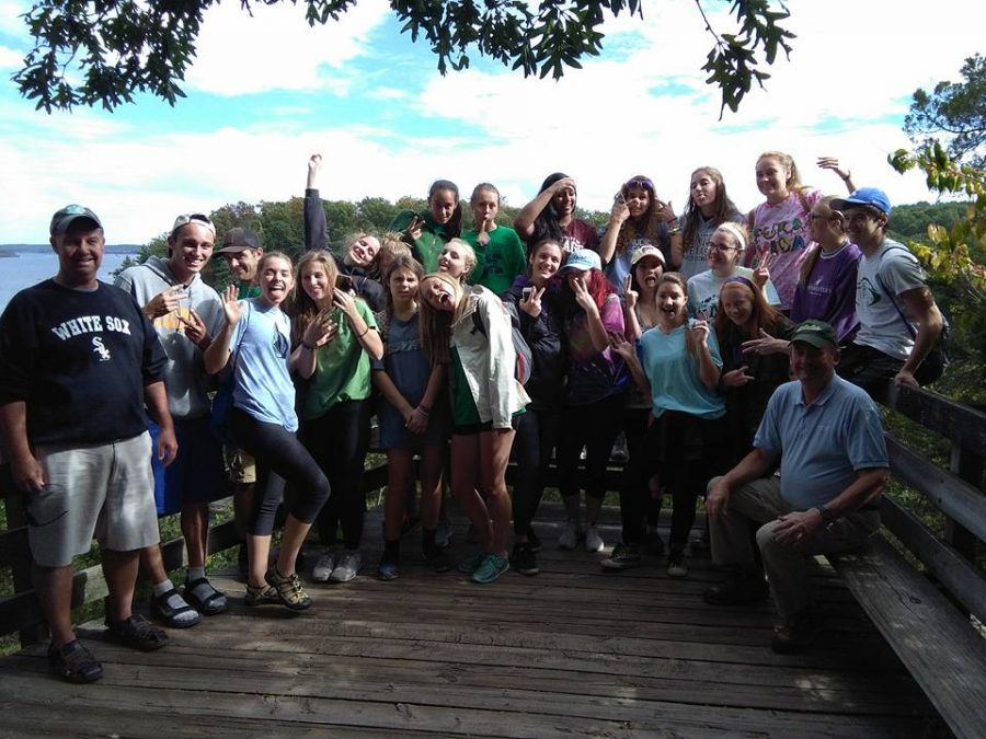 Eco+Club+members+at+Starved+Rock+during+their+fall+canoe+trip.%0A
