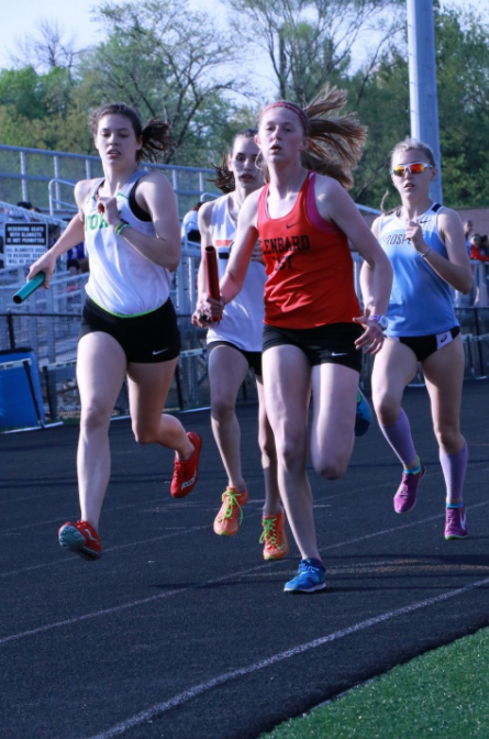 Senior+Katherine+Tomaska+sprints+her+way+to+the+front+of+the+lead+pack+during+her+leg+of+the+state+qualifying+4x800+meter+relay%2C+prompting+her+competitors+to+try+and+keep+up+with+her.+May+10%2C+2018.+