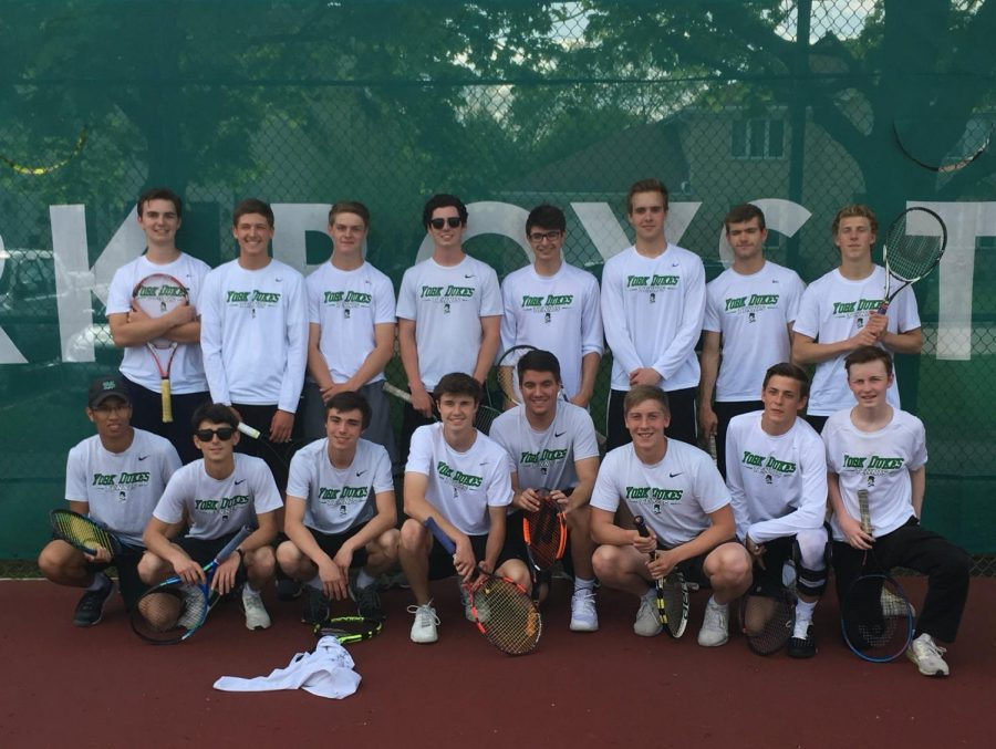 All seventeen seniors pose before their final matches of the year.